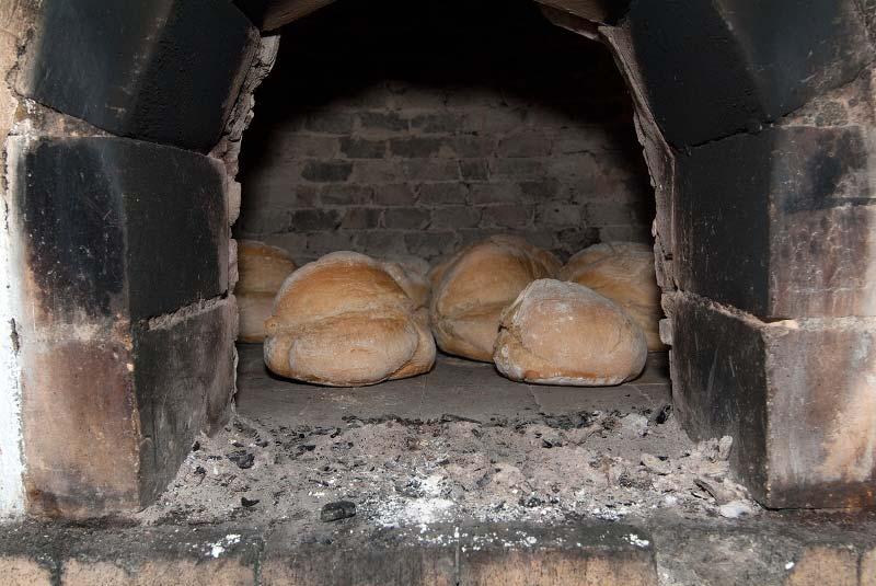 Brot backen im holzofen