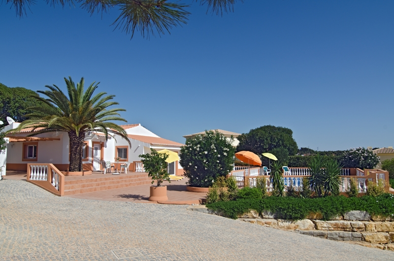 Villa Mariposa, private holiday villa above Meia Praia beach, private pool, Lagos, Algarve, Portugal