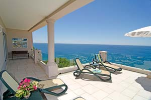 Stunning luxurious Algarve Holiday Villa Vanessa - exclusive clifftop location in Salema, breathtaking sea views, close to the beach, western Algarve, Portugal