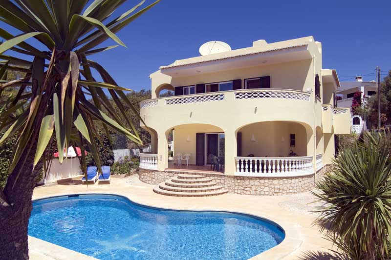 808 Villa Solamar, sleeps 10 people, 15% discount 2 to 15 August booking, private large pool, fantastic views overlooking beach, walking distance to Meia Praia beach, Lagos, Algarve, Portugal